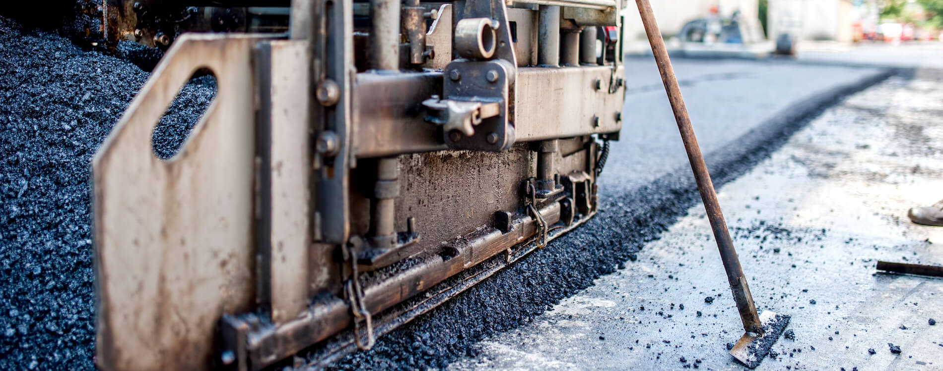 close-up-of-asphalting-machinery-and-tools-PMFM6RD (1)